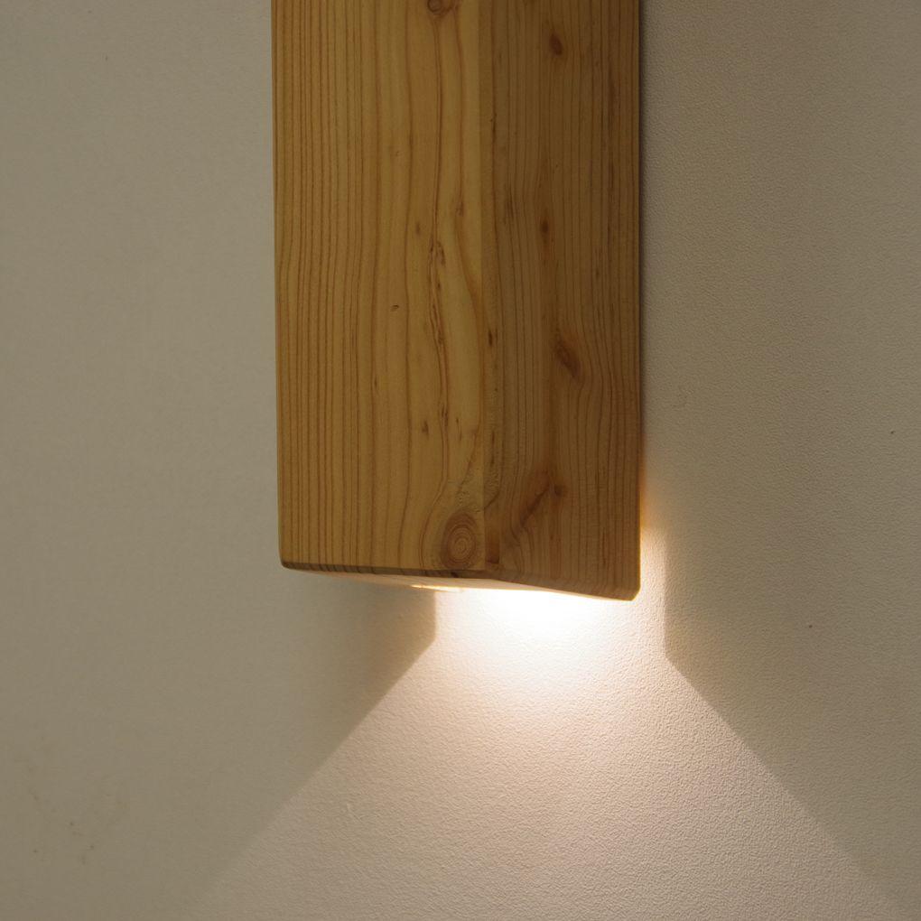 Houten wandarmatuur van larikshout voor binnen en buiten for Houten trap voor buiten